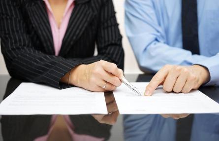 Distinguez les différents types de contrats